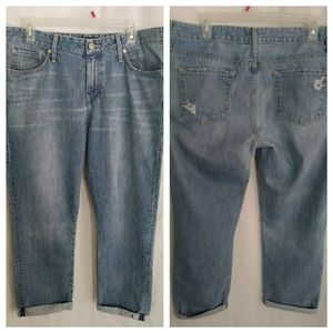 👖Juicy Couture Distressed Capri Jeans